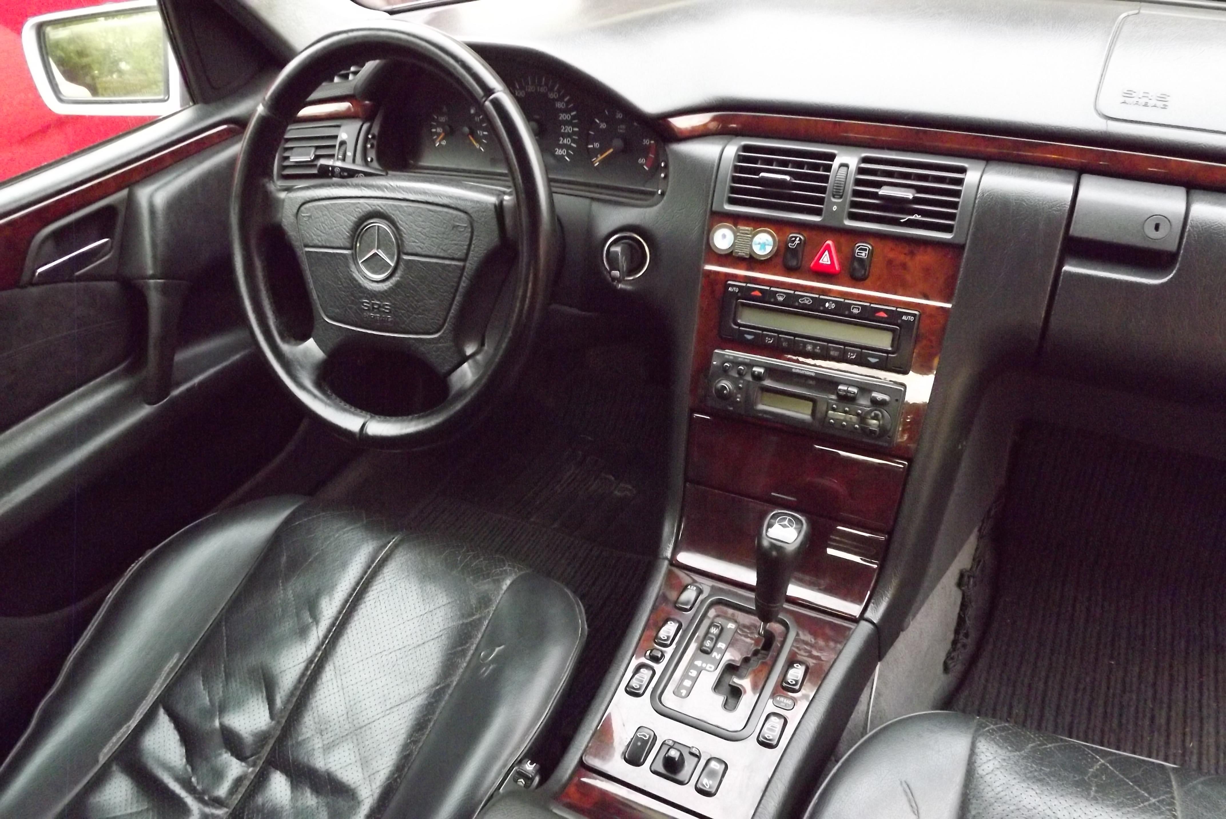 Внутренние компоненти кузова W210
